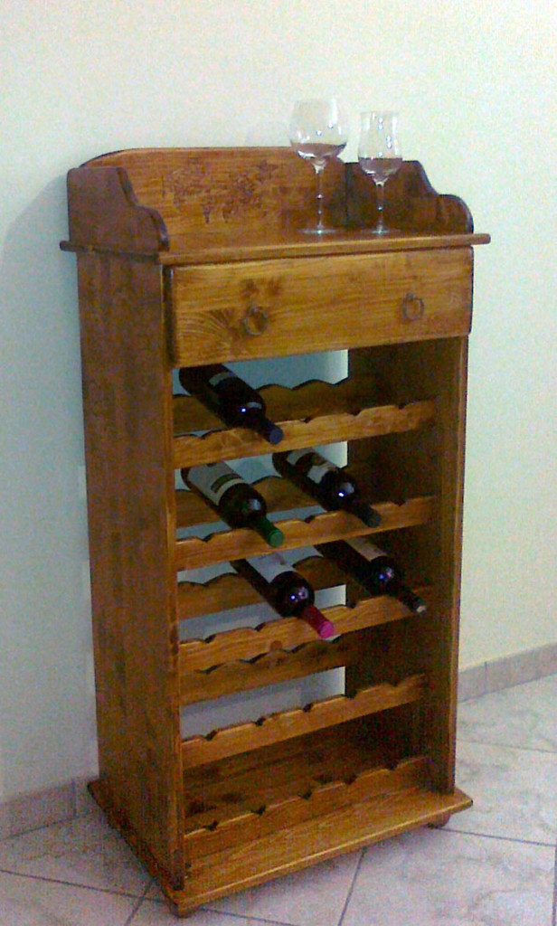 Cantinetta porta bottiglie in legno fai da te for Porta vino fai da te