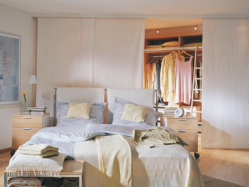Cabina armadio con tende a binario bricoportale fai da - Tende a pannello ikea camera da letto ...
