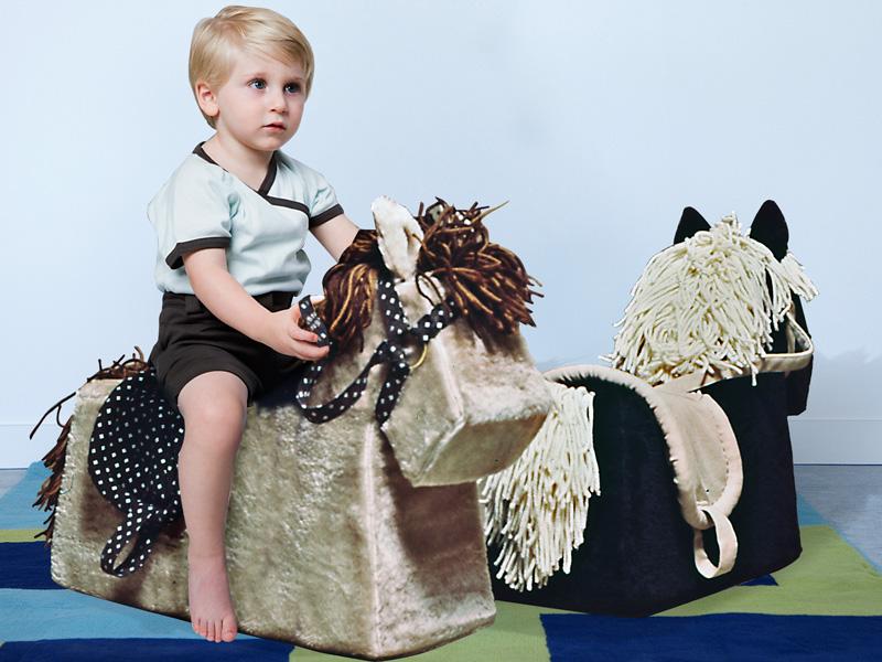 cavallino giocattolo in gommapiuma