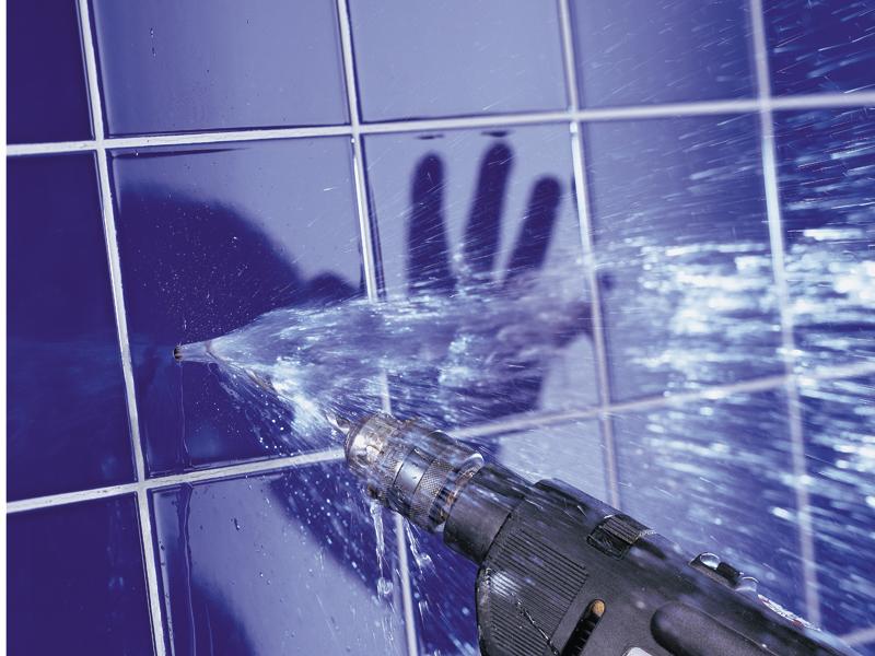 Come riparare un foro nel tubo idrico e risolvere il problema - Come risolvere il problema dell umidita in casa ...