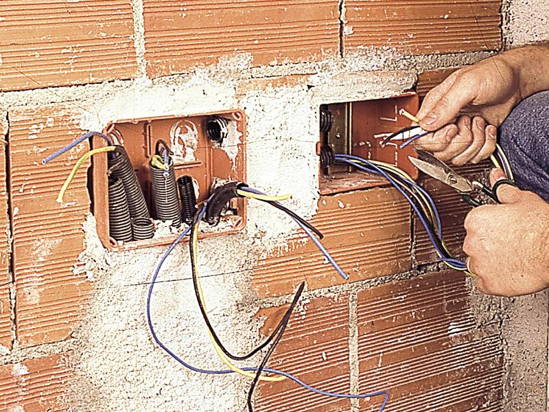 Impianto elettrico sottotraccia bricoportale fai da te for Progettazione impianto elettrico casa