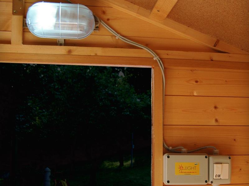 Installazione di una lampada fotovoltaica