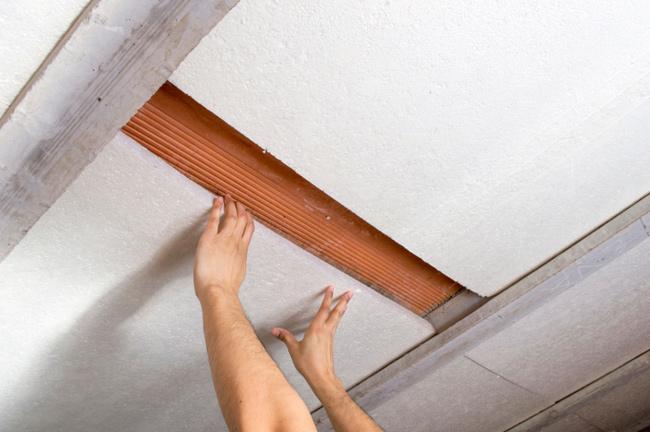 Isolare con il polistirolo per eliminare la muffa sulle pareti - Isolare il tetto dall interno ...
