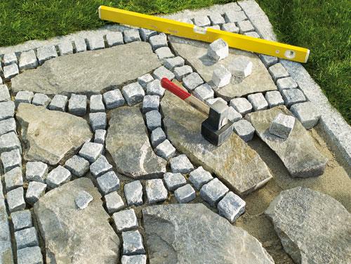 Fare un vialetto con pietre di recupero bricoportale - Pavimentazione giardino senza cemento ...