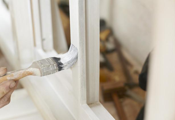 Riverniciare finestre in legno di larice