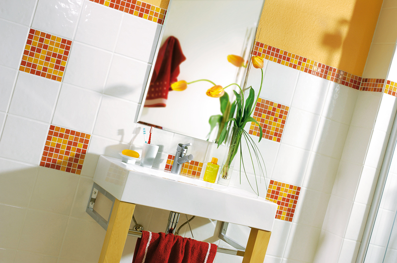 Piastrelle a mosaico in bagno bricoportale fai da te e - Come rivestire il bagno ...