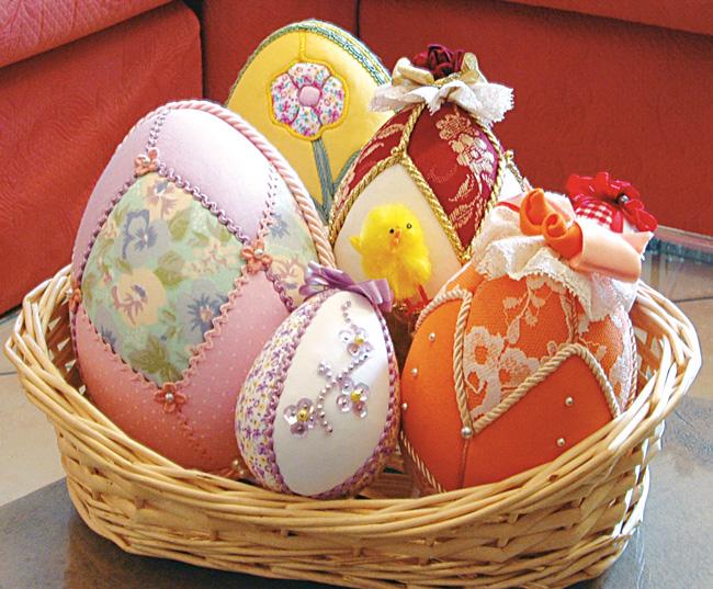 Uova di pasqua con patchwork senza ago bricoportale fai - Decorazioni pasquali fai da te ...