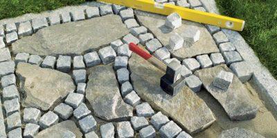 vialetto con pietre di recupero