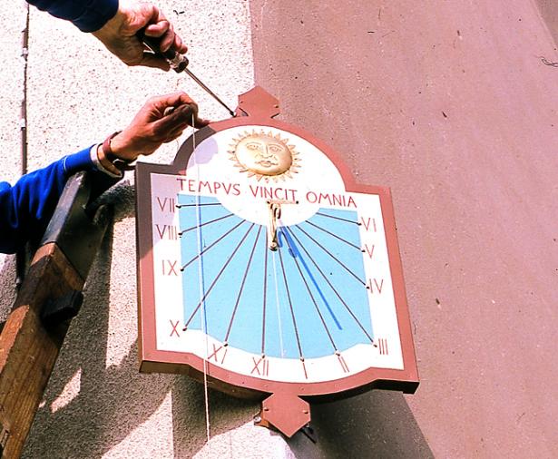 Costruire una meridiana | Progetto e passaggi illustrati
