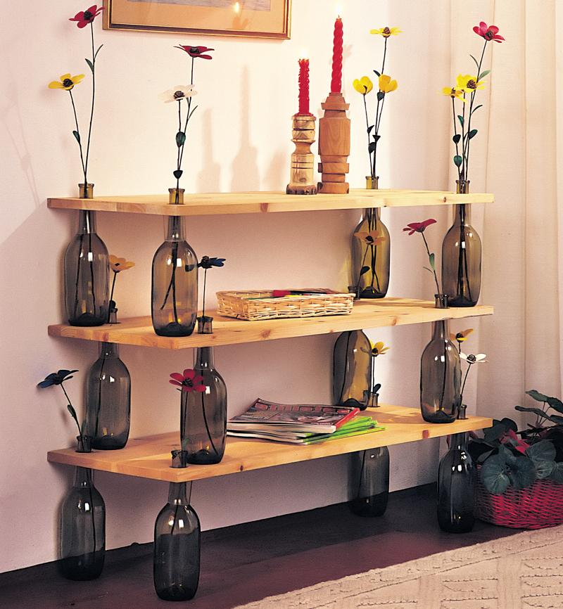 Bottiglie di vetro 30 ottime idee di riciclo creativo - Mobili con legno riciclato ...