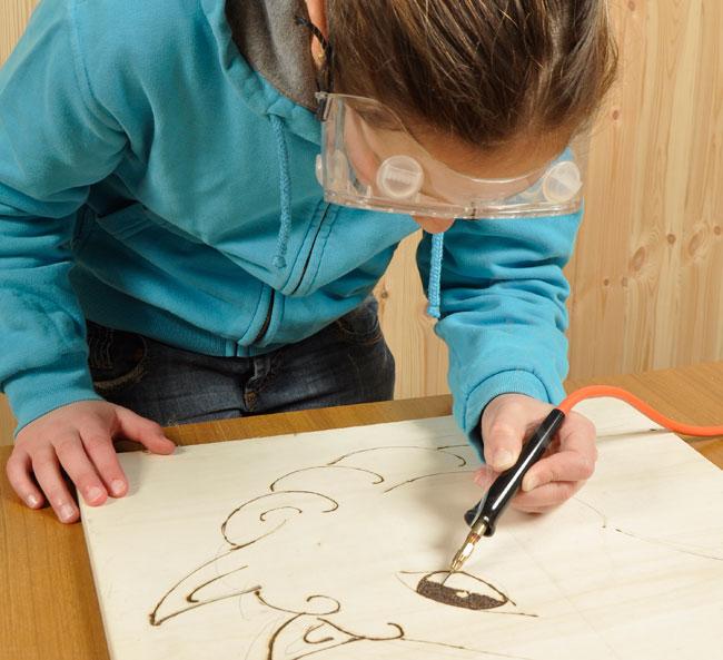 Come eseguire la pirografia del legno bricoportale fai - Decorazioni pirografo ...