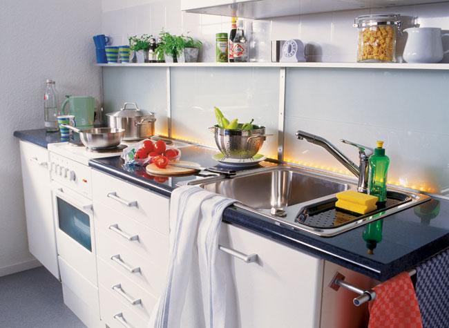 Installazione lavello cucina