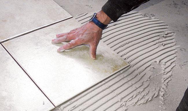 Piastrellare un pavimento bricoportale fai da te e bricolage - Piastrellare un terrazzo ...