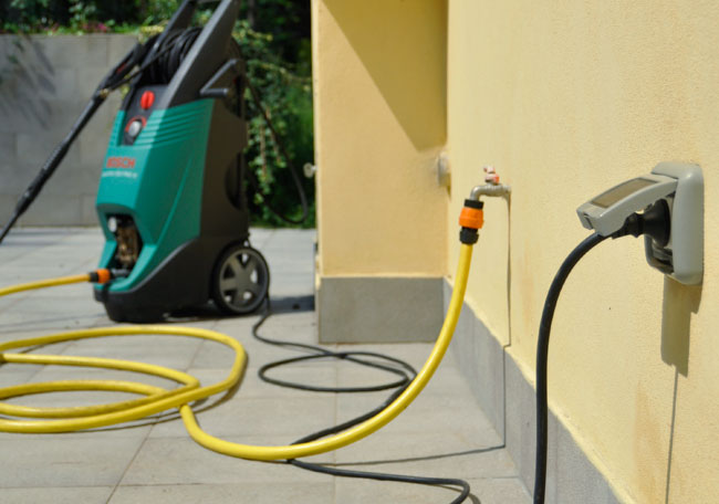 Come isolare una presa elettrica in sicurezza