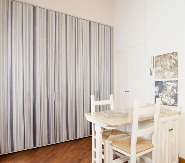 Emejing carta adesiva per mobili pictures - Pellicole adesive per porte ...