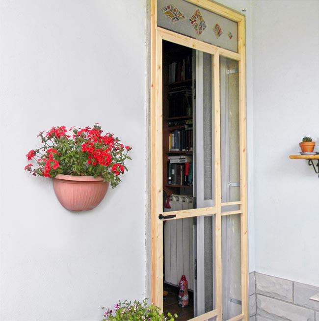 Costruire una zanzariera per portafinestra fai da te for Inferriate per finestre fai da te