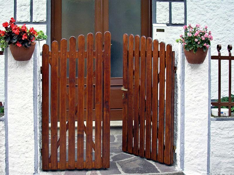 Cancello in legno fai da te bricoportale fai da te e for Recinzioni in legno brico