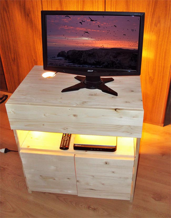 Porta tv fai da te in lamellare d 39 abete bricoportale fai da te e bricolage - Costruire mobili in legno fai da te ...