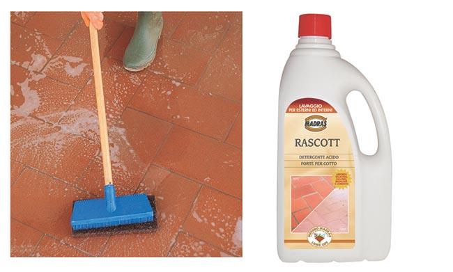 lavare il pavimento in cotto