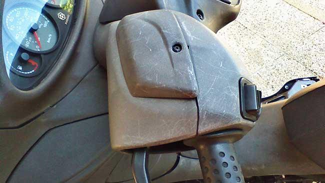plastica scooter usurata