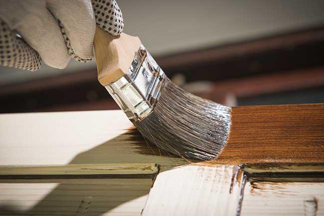 verniciare il legno
