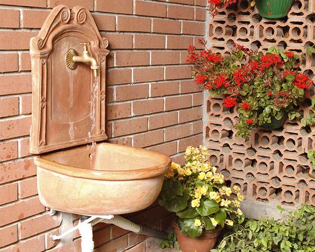 Come installare un lavatoio da esterno per il giardino ...