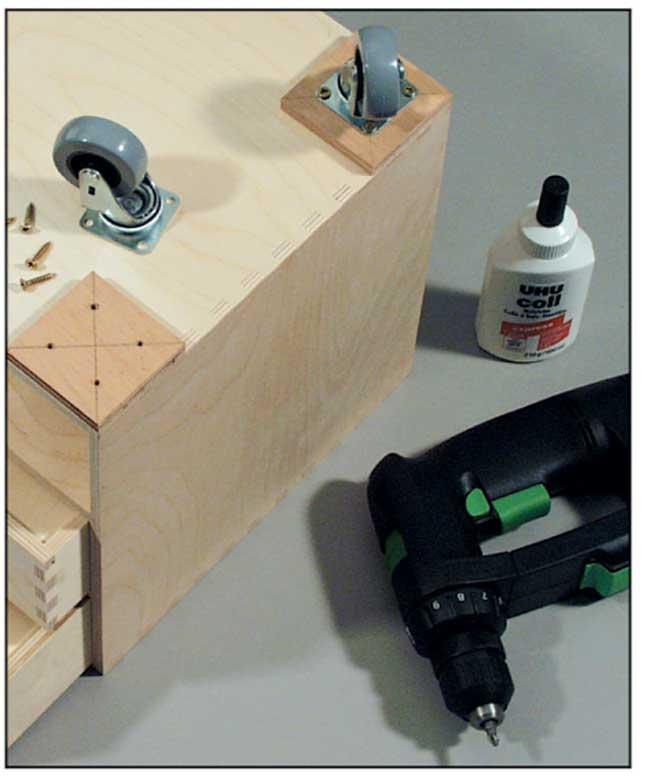 Come costruire un banco da lavoro utilizzando componenti ikea - Tavolo da lavoro con ruote ...