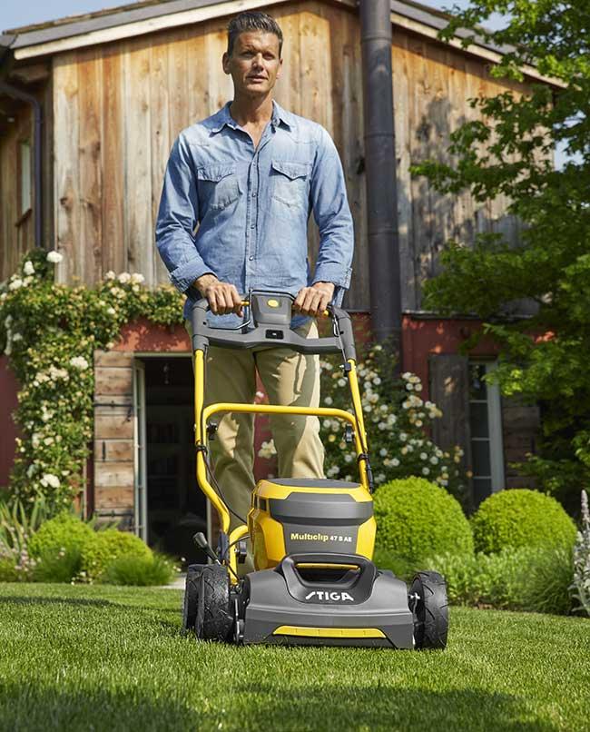 Tagliere l'erba senza fare manutenzione al rasaerba
