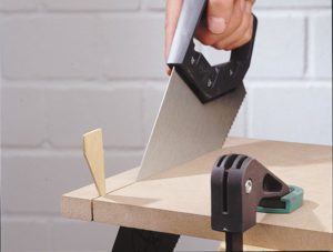 Taglio legno a mano