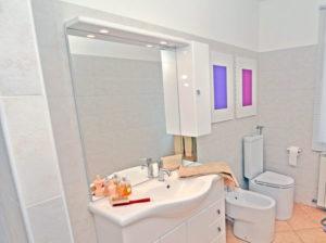 Specchiera del bagno: Come fare i collegamenti elettrici