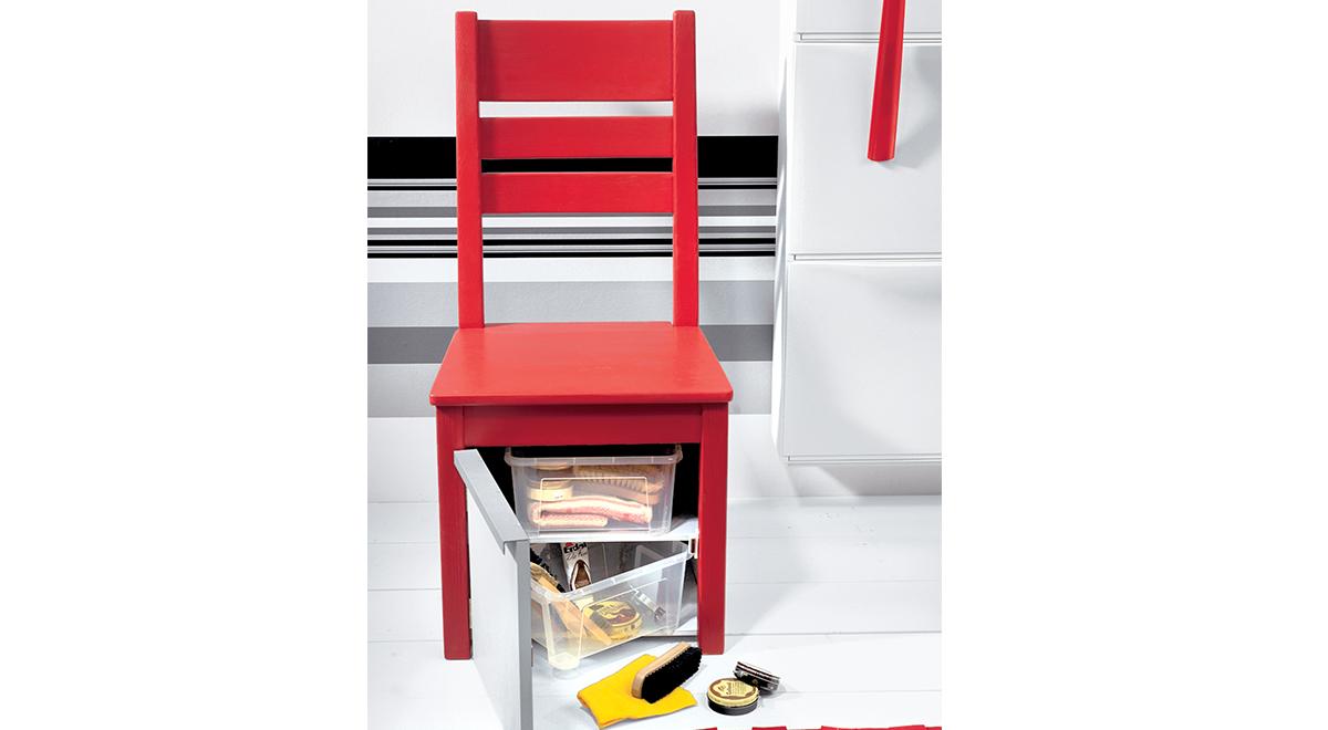 La sedia diventa box pulizia scarpe