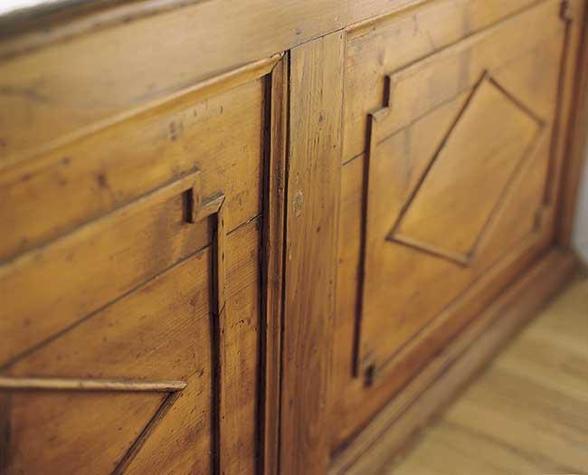 mobile antico trattato con olio naturale per legno