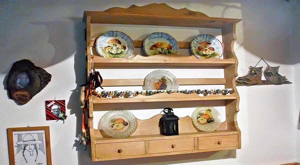 Piattaia in legno fai da te come realizzarla in stile for Bancone in legno fai da te
