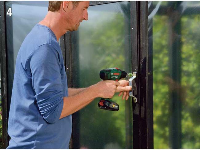 installazione maniglia porta serra da giardino