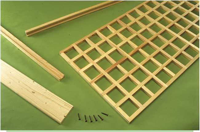 assemblaggio grigliato in legno