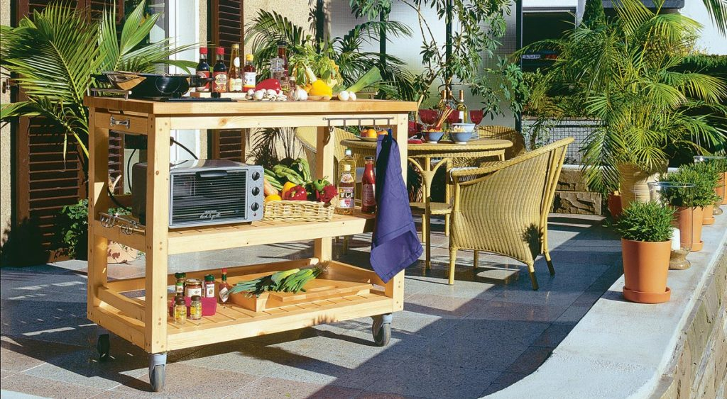 Come costruire una cucina in legno per giardino con ruote facile da spostare - Costruire mobili in legno fai da te ...