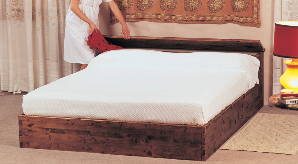 Come costruire un letto contenitore in legno massello for Come costruire un cottage a casa