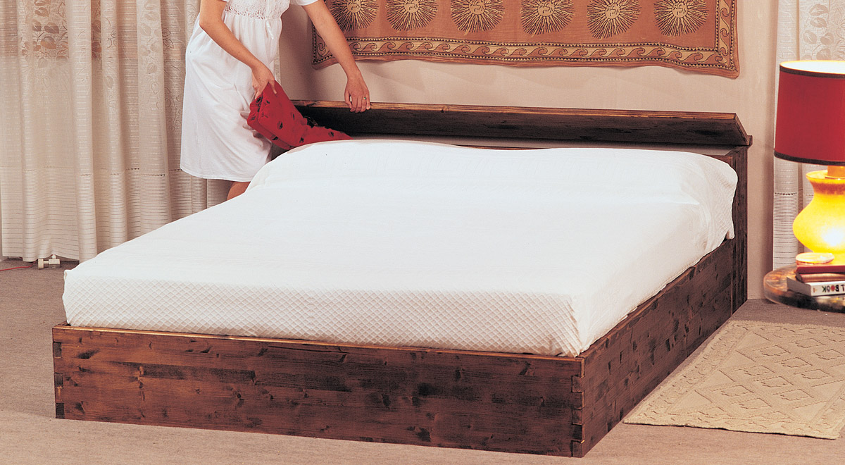 Come costruire un letto contenitore in legno massello - Costruire testata letto ...