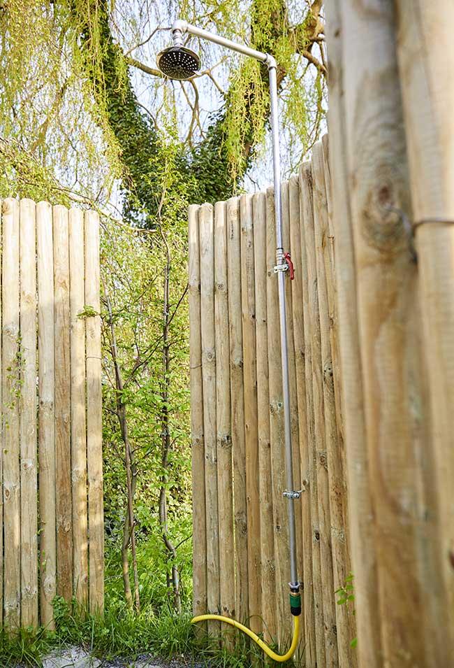 Doccia da giardino fai da te in legno  Come costruirla in un pomeriggio