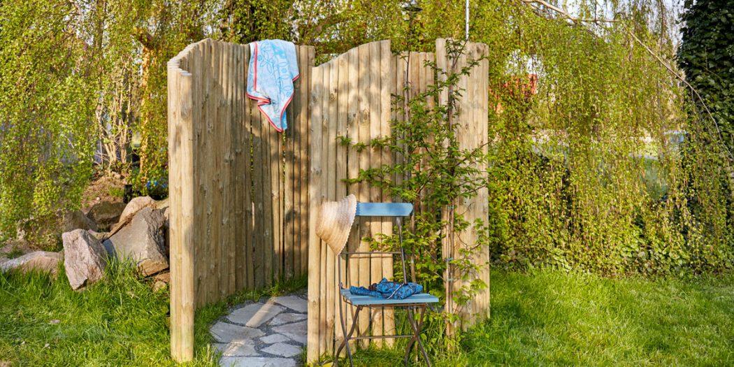 Doccia da giardino fai da te in legno come costruirla in - Pitturare una parete esterna ...