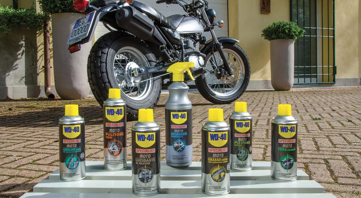 Manutenzione moto della catena, freni, pulizia e lubrificazione