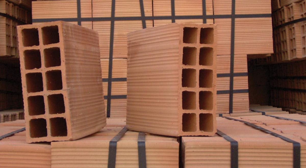 Mattoni forati e mattoni pieni tipologie e utilizzo nei for Casa vittoriana in mattoni