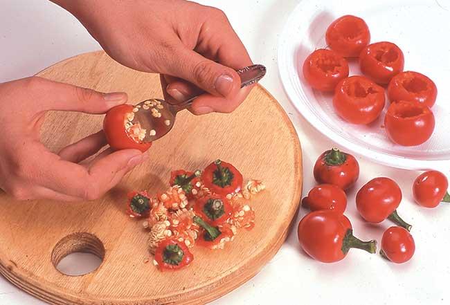 togliere semi dai peperoncini