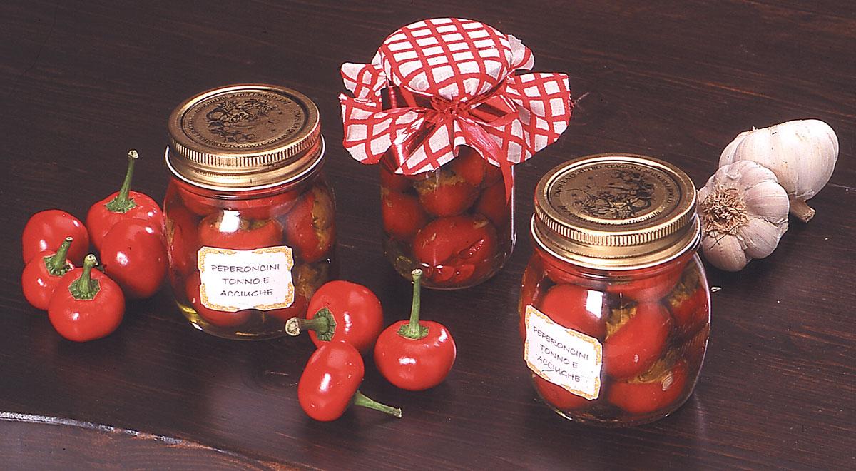 Peperoncini ripieni piccanti ricetta classica | Foto passo-passo