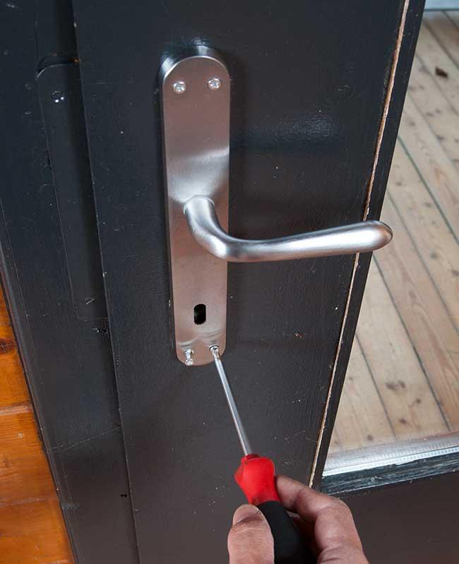 Come Rinnovare Le Maniglie Delle Porte Con Prodotti Sacar