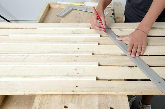 Albero di natale con pallet fai da te guida alla costruzione for Costo di costruzione casa fai da te