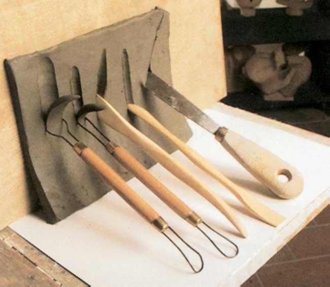 strumenti per lavorare la creta