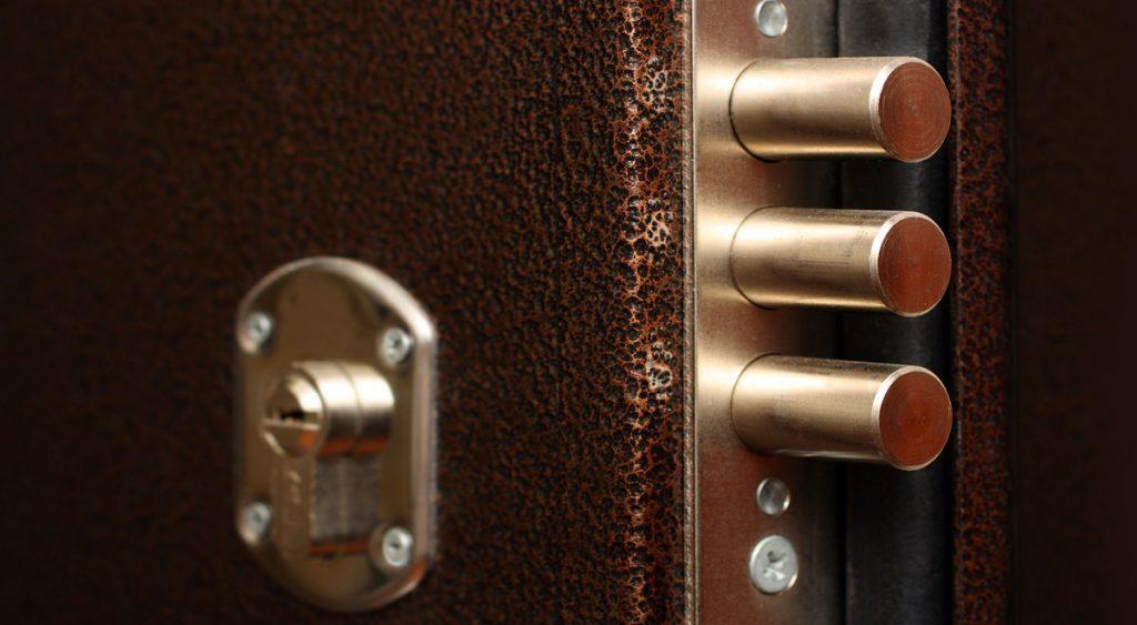 Porte blindate moderne serrature e costi - Porte fai da te legno ...