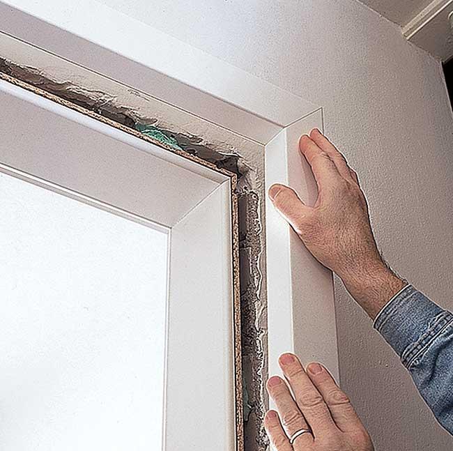 Come montare una porta interna senza chiamare un tecnico - Montare telaio porta ...