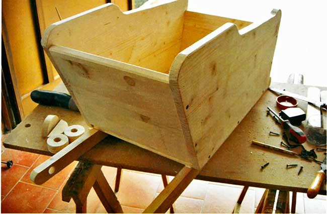 carriola in legno fai da te fioriera come costruirla con